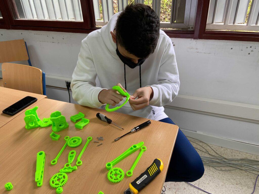 Assembling the robotic arm